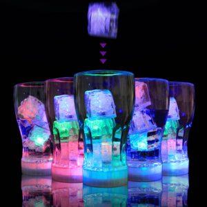 b08319f95 مكعباث الثلج المضي للمشروبات الباردة في المناسبات .